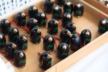 京都 上賀茂神社の八咫烏(やたがらす)みくじ 神の使い八咫烏。 参拝者の将来を良い方向へ導いてくれるそうですよ。