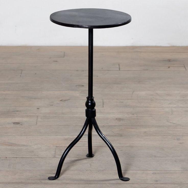 Simple Iron Pedestal The End Table Offers An Elegant Style With A Touch Of Design This Metal Tripod