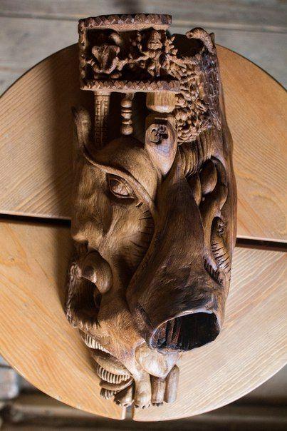 Дуб, оливковое масло. Высота 25 см. Работа без какой-либо утилитарной цели или назначения, условно называемая маской, создана просто от души, впоследствии была продана одному изысканному коллекционеру и любителю искусства. ------------------- В нашей мастерской можно заказать эксклюзивные изделия из дерева широкого спектра: мебель, предметы интерьера, освещение, садово-парковая архитектура, скульптура, аксессуары и многое другое. ------------------- +79162886376