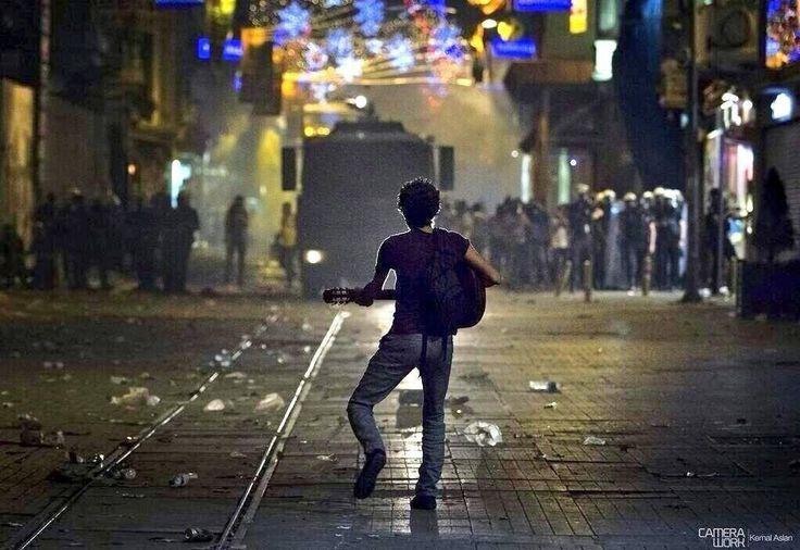 Lone guitarist of Taksim
