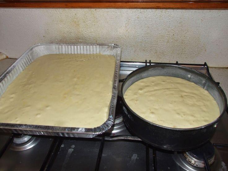le mie ricette collaudate: TORTE DI COMPLEANNO PER 40 PERSONEPer i pan di spagna: 16 uova medie 630 g di zucchero 630 g di farina 3 bustine di vanillina Per la farcia: 500 ml di panna 1 l di latte 250 g di zucchero 6 tuorli d'uovo 100 g di farina  Per la copertura e la decorazione: bagna al rum,oppure potete utilizzare lo sciroppo della frutta sciroppata 1 litro di panna (sicuramente ve ne avanzerà un pò) pavesini mirtilli  lamponi fragole ananas sciroppato ribes kiwi pesche o albicocche…