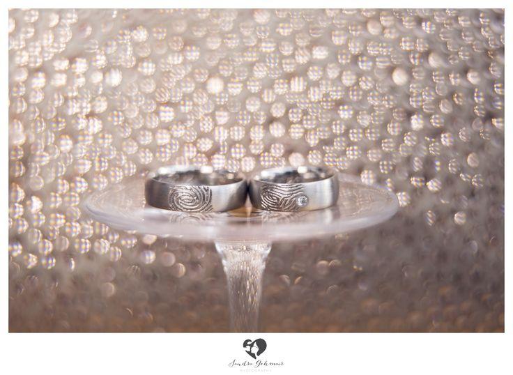 #ring #weddingring #wedding #groom #bride #braut #bräutigam #geschenk #present #love #forever #fuerimmer #engagement #engagementring #verlobung #verlobungsring #silver #gold #weddinghour #sparkles #rosegold