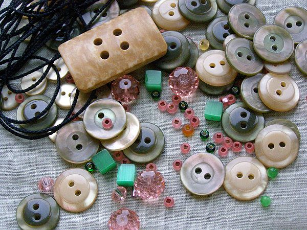 Роскошное ожерелье из пуговиц.