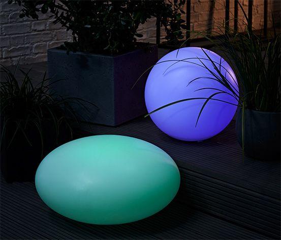 26995 Ft Ez a törésbiztos, időjárásálló műanyagból készült napelemes lámpa hangulatos fényhatásról gondoskodik a kertben! Lágy színátmenet és egy folyamatosan világító szín választható.