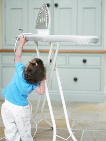 Günlük yaşamımızda evde ortaya çıkabilecek ev kazalarının önlenmesi için yapılabilecekler - gebelik.org - Dr. Kağan Kocatepe