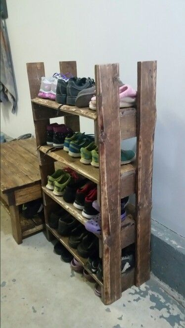 pallet shoe racks shoe racks and pallets on pinterest. Black Bedroom Furniture Sets. Home Design Ideas