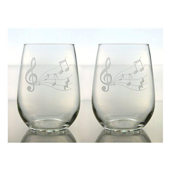 Música vino gafas fijado de 2 / Treble Clef con notas de la música / el grabado al agua fuerte el vidrio de vino sin pie libre personalización