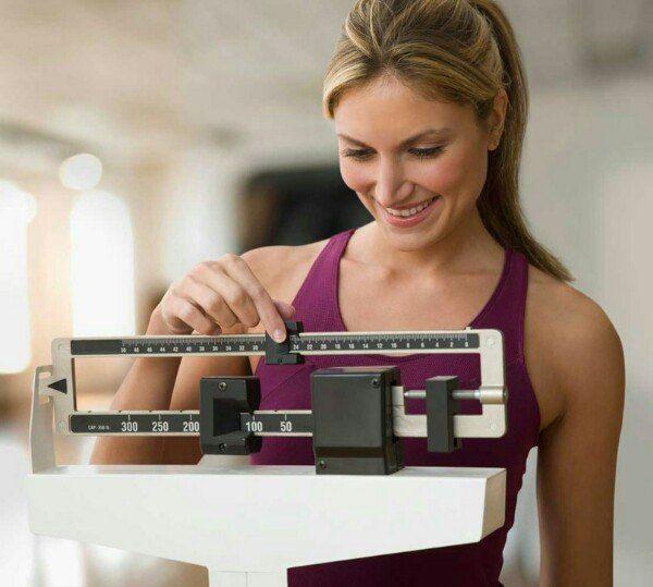 МЕТАБОЛИЧЕСКАЯ ДИЕТА      Часто причиной накопления лишних килограммов являются сбои в работе гормональной системы. Метаболическая диета, являясь одной из самых популярных и действенных методик похудения, поможет справиться с этой проблемой.   Все, что нужно для запуска программы снижения веса – выбрать продукты из списка на количество баллов, подходящее для текущего времени. Чтобы было понятно, о чем идет речь, для начала поговорим о шкале баллов, по которой определяется ценность продуктов.