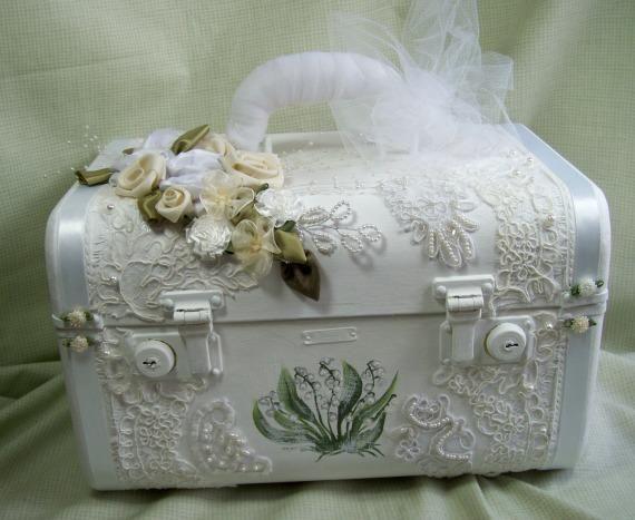 Shabby Chic DIY suitcase