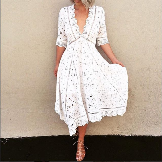 love the eyelet detail and scalloped edging of this dress by Zimmermann. instagram: @nouba_blog