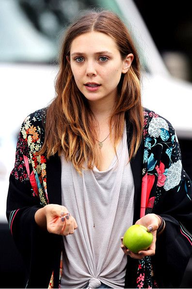 Elizabeth Olsen Photos Photos - A makeup-free Elizabeth Olsen looks worn out on the set of 'Very Good Girls' in NYC. The newly-brunette actress wears a loose-fitting t-shirt, cut-off jean shorts, and a flowered sweater. - Celebs on the Set of 'Very Good Girls' in NYC