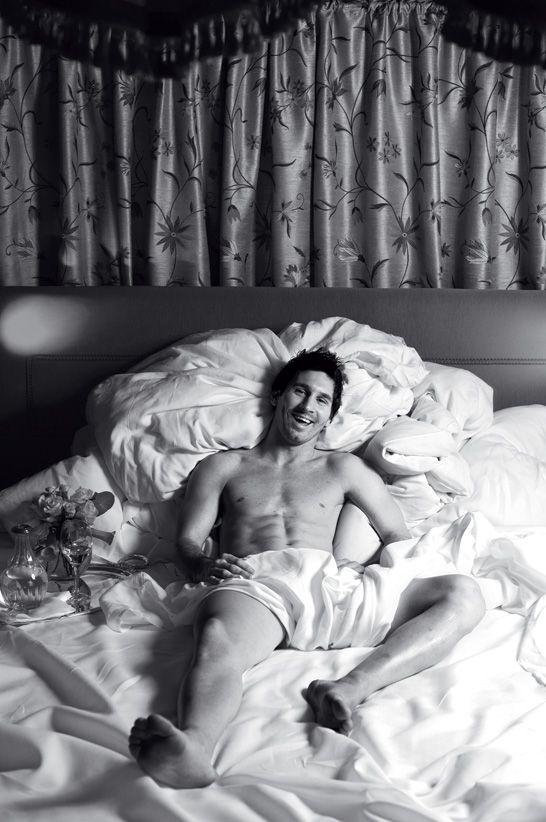 Dolce  Gabbana Books: las pasiones y las emociones del astro Lionel Leo Messi, retratadas por la cámara de Domenico Dolce.