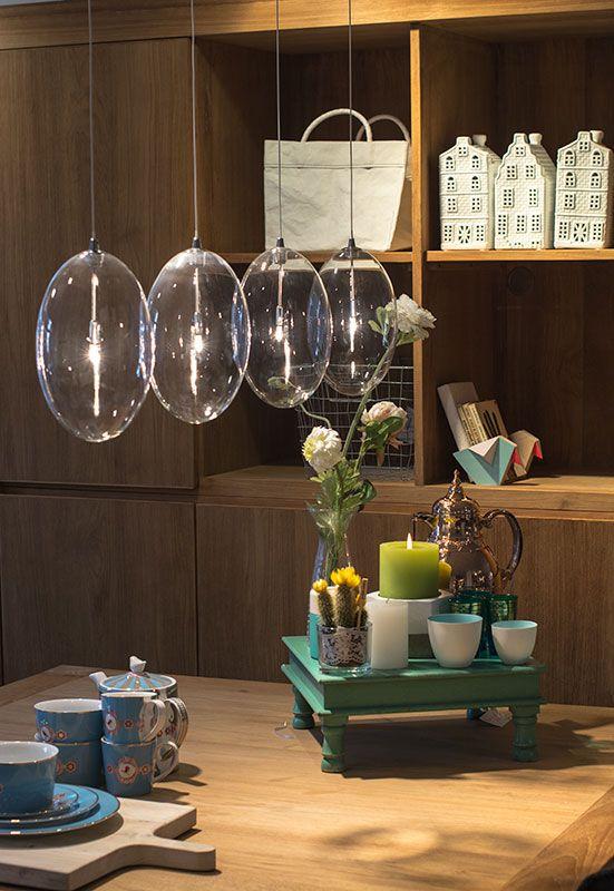 Hanglamp Menta is een super mooie glazen lamp! Deze lamp is een echte eyecatcher voor boven uw tafel! De lamp is in lengte te verstellen!