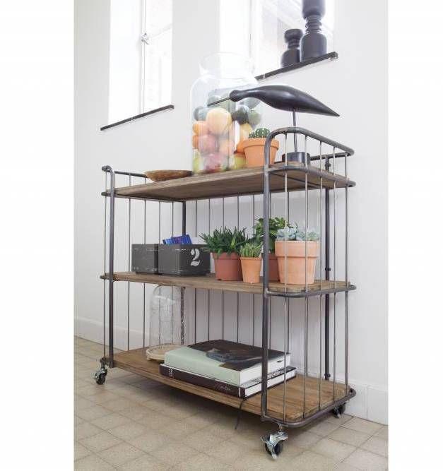 BePure Home. Deze trolley is gemaakt van hout en metaal en heeft een naturel met zilvergrijze kleur. De trolley is 89 cm hoog, 94 cm breed en 41 cm diep.
