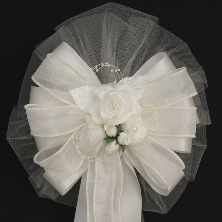 This ivory rose wedding pew bow is a beautiful combination that is sure to add some elegance to your wedding pews or other wedding decor. The classic style wedding bow will accent any wedding theme. B