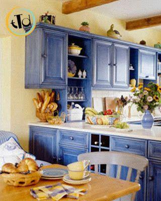 vogliamo aprirvi gli occhi su un contrasto insolito in un ambiente cucina, ma che ci piace molto.. il giallo abbinato al blu!
