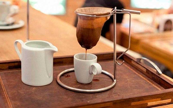 Como limpar e preservar o coador de café de pano - Como limpar e preservar o coador de café de pano? Mais ou menos torrado, forte ou suave, o campeão na preferência nacional continua sendo o café de coador. Se for novo, ele precisa ser...   http://cafeouronegro.com.br/como-limpar-e-preservar-o-coador-de-cafe-de-pano/
