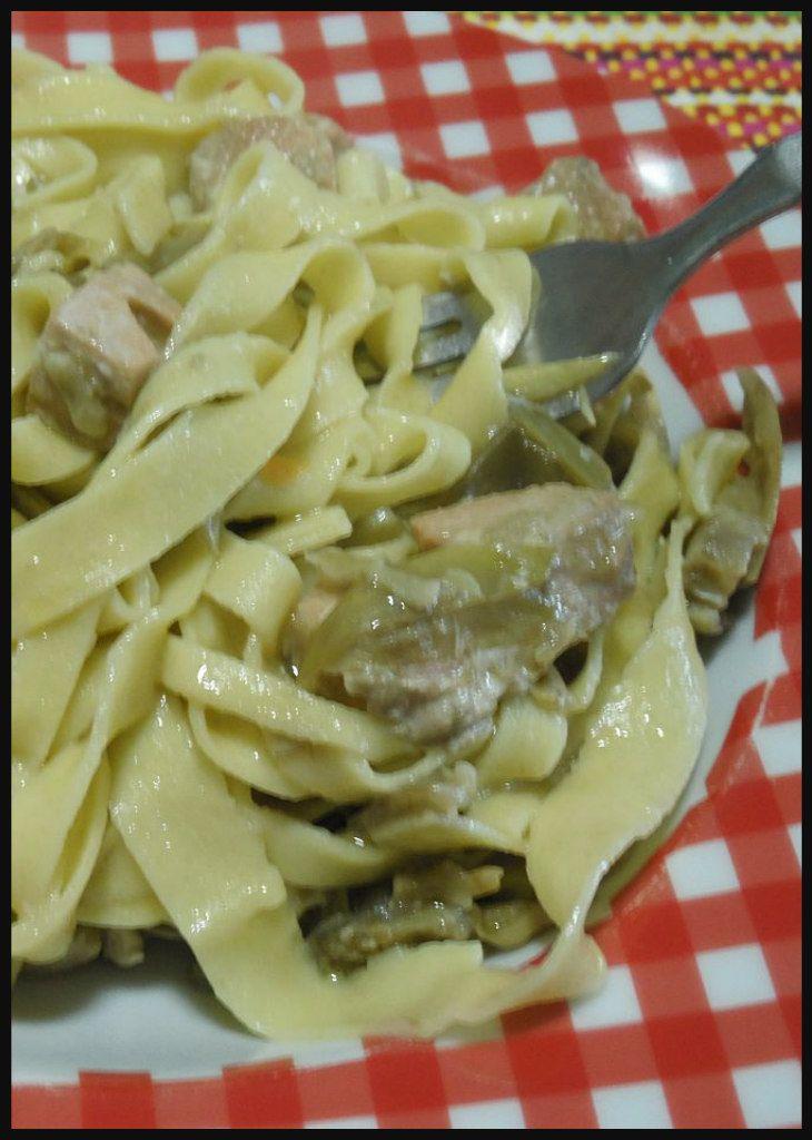 Fettuccine all'aglio con carciofi e salmone, troppo buone !  #fettuccine #carciofi #salmone #ricettegustose #primidipesce