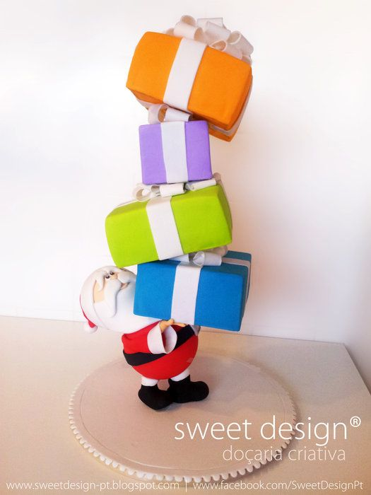 Santa carrying cakes - by Madalena Dinis @ CakesDecor.com - cake decorating website