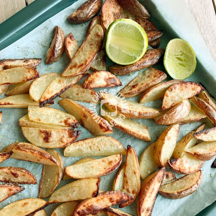 These roasted potatoes with lime attracted my curiosity. So much. Until yesterday, when I finally prepared them and it was a delightful surprise