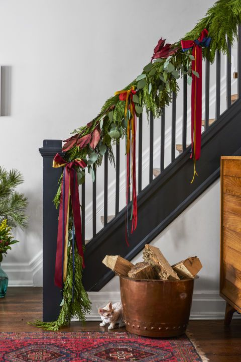 Best 25 pine garland ideas on pinterest christmas card for Fresh garland on banister