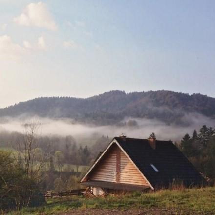 Slowhop wyszukał 10 najbardziej klimatycznych chat i domów na wakacje w Bieszczadach