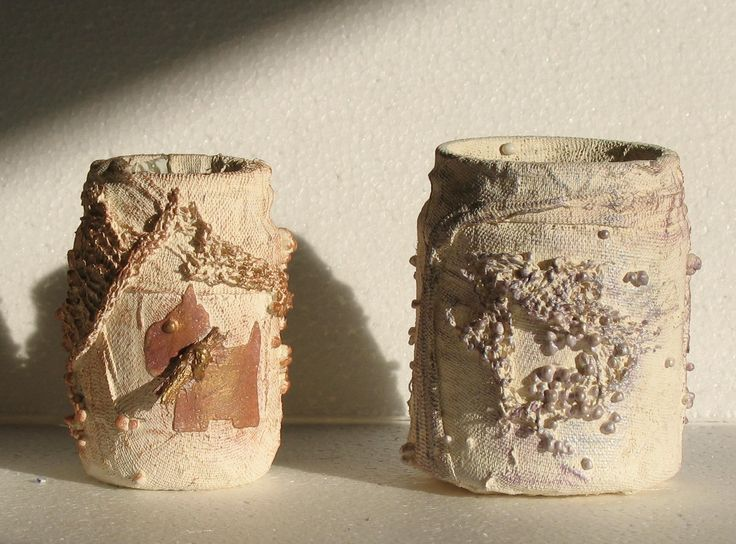 2 small pots using ivory as a base.