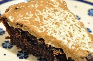 Nem og lækker svampet chokoladekage med marcipan og nougat | NOGET I OVNEN HOS BAGENØRDEN