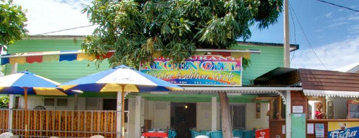 l'Arc en ciel - ui vous recevront dans une ambiance authentiquement créole et joviale. Courrez-y pour déguster leurs spécialités réunionnaises à quelques mètres de la plage.