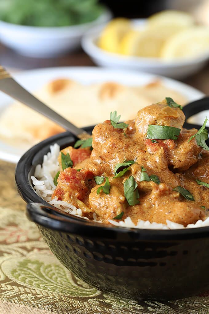 easy chicken curry served in bowl with naan bread easy chicken curry recipes easy chicken curry pinterest