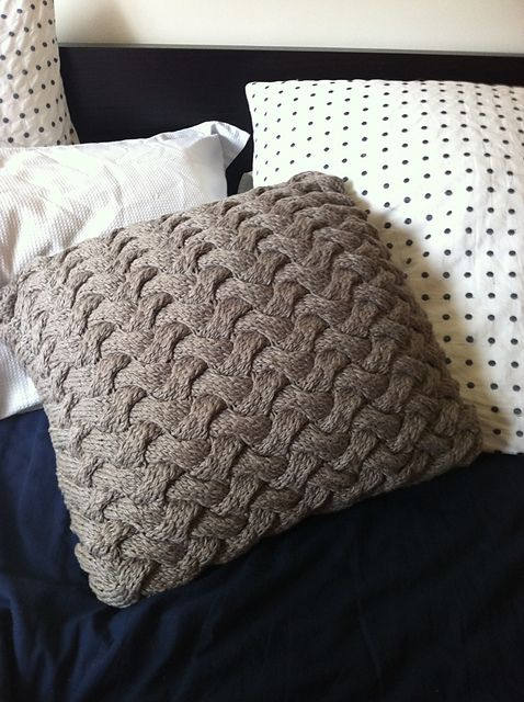 """Chunky Cable Knit Braided"" - pillowcase cover  #knit #free_pattern"