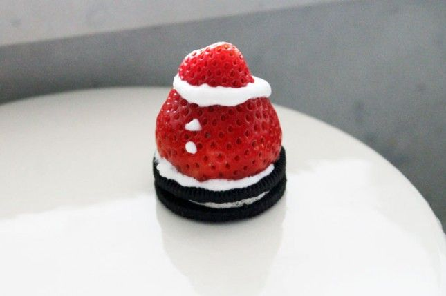 Make Spiked Strawberry Santas as a holiday dessert with this easy Oreo recipe.