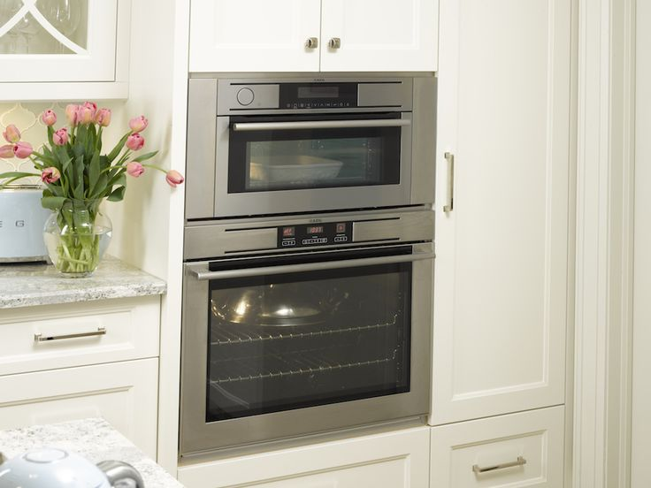 Double ovens by AEG appliances offer you an additional cooking compartment for those big holiday meals, while also giving you total flexibility in your kitchen! Perfect for any kitchen design!   > > Get inspired and check us out online: http://www.euro-line-appliances.com