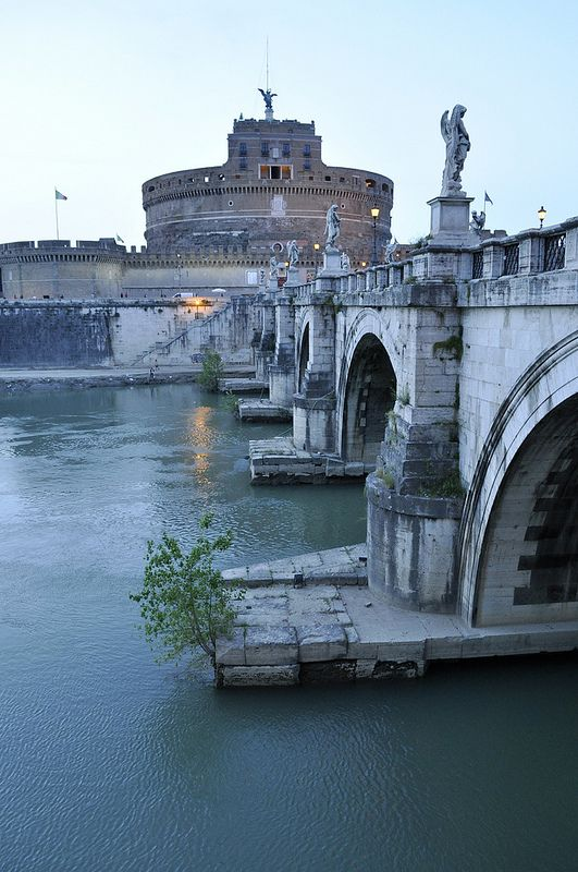 Castel Sant'Angelo, Rome. Discover restaurants, bars, shops, clubs & cultural hotspots that locals love in Rome: www.10thingstodo.in