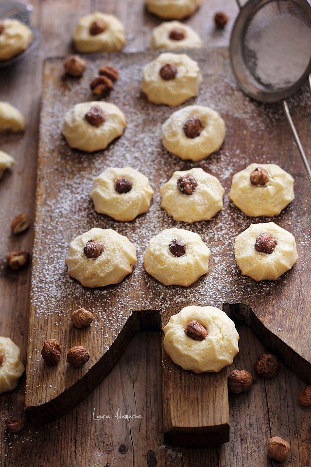 Biscuiti cu ghimbir si o surpriza frumoasa. Reteta de biscuiti cu ghimbir si alune de padure. Preparare si ingrediente biscuiti cu ghimbir.