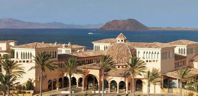 The 5* Gran Hotel Atlantis Bahia Real is a glorious luxury resort situated close to the sand dunes of Corralejo. Boasting sweeping ocean views, this resort is certainly worth a visit #Luxury #Resort #5star #Fuerteventura #GranHotelAtlantis http://www.justresorts.co.uk/property/europe/canary-islands/fuerteventura/gran-hotel-atlantis-bahia-real-grand-luxe.aspx#.U6mLp5RdV0Q