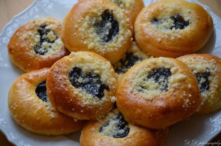 Tyhle koláče miluji už od dětství. U nás doma se nepekly , ale naše soudka paní Vaštová je pekla výborné a přinesla nám je občas ochutnat...