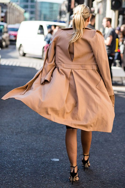 SS16 streetstyle details beige cream trench coat  black high heels  low ponytail