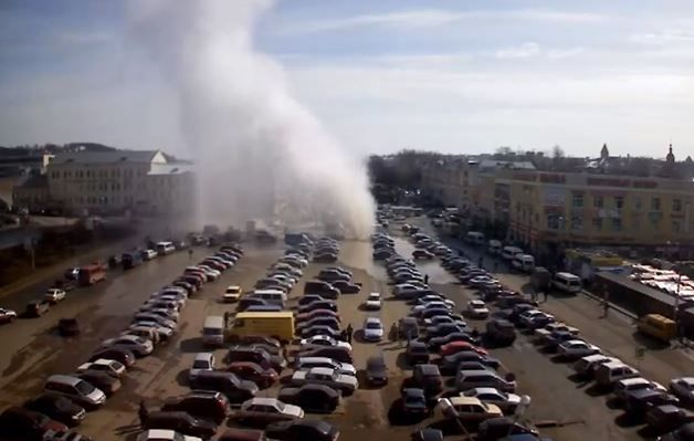 Massive hot water geyser erupts in parking lot in Russia | END TIME HEADLINES