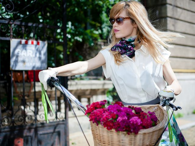 Street style | BIKE | Hats on clouds | Fashion editorial