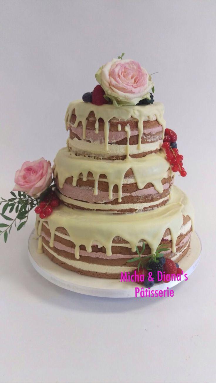 Naked cake met verse bloemen.