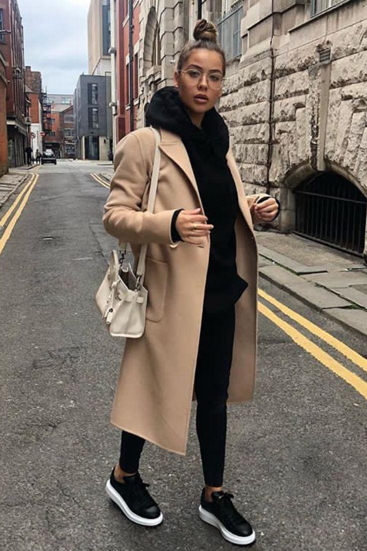 Tenue femme automne/hiver tout en noir avec manteau beige