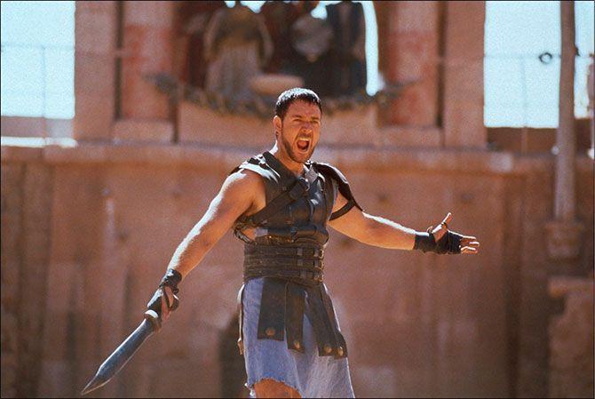 """Gladiator  Año: 2000  Protagonistas: Russell Crowe, Joaquin Phoenix y Connie Nielsen  Frase favorita: """"No nos ocurre nada que no estemos preparados para soportar""""  ¿Por qué no podemos dejar de verla? Porque nos hace sentir tal odio por Commodus que acompañamos a Maximus en su sed de venganza por toda Roma."""