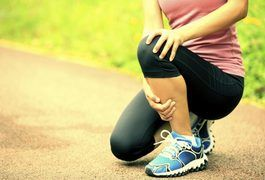 Hearing a loud pop or crack sound in your knee when you perform a lunge can be disconcerting. Doing a challenging exercise and hearing a strange noise may make you feel as though you are damaging your knee joint. But, if you don't feel any pain along with the sound, rest assured that it is perfectly normal and won't hurt anything. If that...