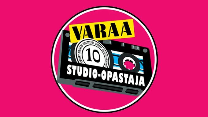 Kirjasto 10:n studio-opastajan opastuksella opit käyttämään studion laitteita ja ohjelmistoja. Studio-opastaja antaa vinkkejä äänitykseen, miksaukseen ja editointiin, näin saat kappaleesi julkaisukuntoon!