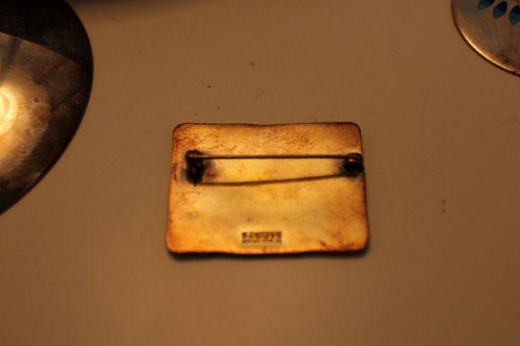 "Brosje for David-Andersen. Forgylt sølv. ""De fire årstider"" Høst. Brun og gylden celle-emalje. HØYDE 4,5 BREDDE 3,5 Stemplet: D-A 925 Sterling Norway Hel og pen."