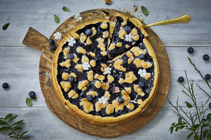 Embrasing Finland´s 100 year anniversary with delicious and traditional blueberry pie.