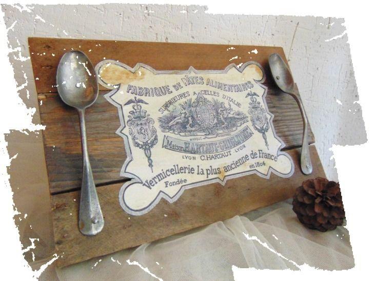 Plateau vintage de forme rectangulaire en bois avec un transfert : Cuisine et service de table par pleasant-home