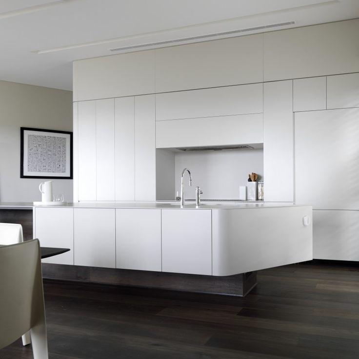 Luigi Rosselli Architects | Quarterdeck House | What an incredible island bench design!
