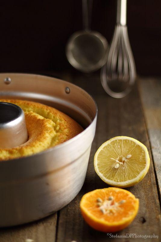 Morbidissima, leggera e lascia in bocca un gusto agrumato. Ideale per il tè del dopo feste. Si mantiene morbida per più giorni.Cosa ti serveper uno stampo da ciambella Ø di cm. 24 di diametro260 gr. d
